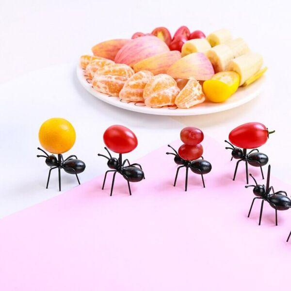 Falat kínáló party hangyák